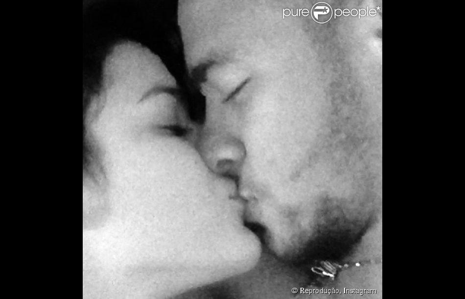 Nessa altura, fotos de beijos entre Neymar e Bruna Marquezine já eram frequentes nas redes sociais