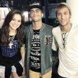 Neymar e Bruna Marquezine com um amigo na reunião ocorrida no Rio