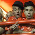 Na ocasião, Neymar não desfilou, mas conferiu atento do camarote o desempenho de Bruna Marquezine na avenida