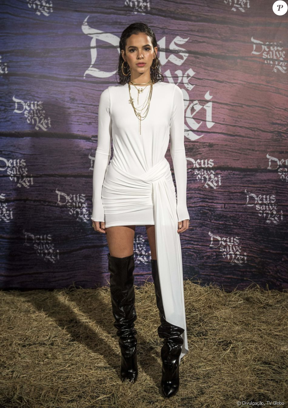 Bruna Marquezine Combinou O Vestido Branco Alexandre
