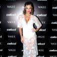 Giovanna Ewbank usou look branco Colcci e botas Le Lis Blanc no lançamento da coleção primavera/verão 2018 da marca e da edição de agosto da revista 'Vogue', em São Paulo, em 1° de agosto de 2017