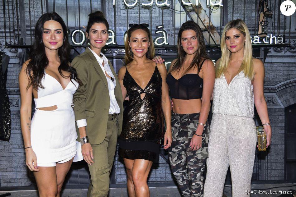 Thaila Ayala, Isabella Fiorentino, Sabrina Sato, Mariana Goldfarb e Lala  Rudge usaram looks Rosa Chá no lançamento da nova coleção da marca, ... c7c40284ba