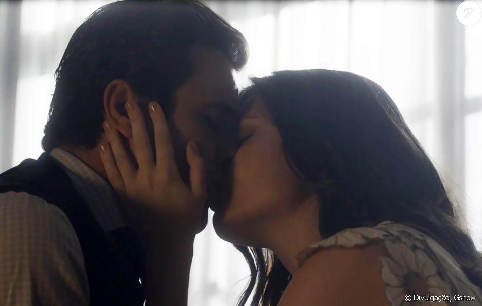 Maria Vitória (Vitória Strada) aceitará o pedido de casamento de Vicente (Bruno Ferrari), em cena que vai ao ar no dia 29 de dezembro de 2017, na novela 'Tempo de Amar'