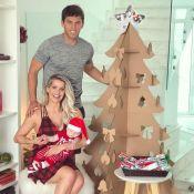 Karina Bacchi monta 1ª árvore de Natal com namorado, Amaury Nunes: 'Emoção'