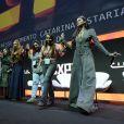 Bruna Marquezine e Marina Ruy Barbosa fizeram dança medieval com participantes da Comic Con