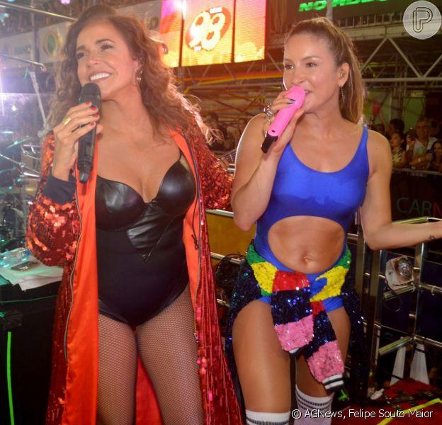 Claudia Leitte exibiu boa forma em trio elétrico ao lado de Daniela Mercury no Carnatal, evento realizado em Natal, Rio Grande do Norte, nesta sexta-feira, dia 8 de dezembro de 2017