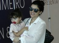 Vanessa Giácomo curte shopping com a filha, Maria, de 2 anos, no colo. Fotos!