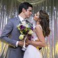 Depois do casamento na novela 'Pega Pega', Eric (Mateus Solano) e Luíza (Camila Queiroz) descobrem que a vida real é cheia de problemas, mas não deixam as adversidades atrapalharem o relacionamento
