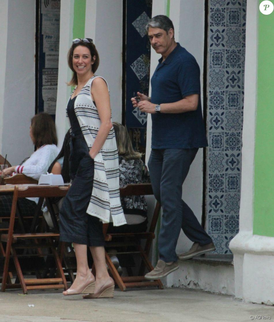 Namorada de Bonner é xingada e jornalista rebate: 'Caem no ridículo'