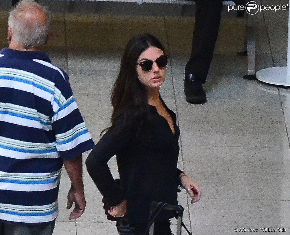 Isis Valverde foi vista com os cabelos mais longos no aeroporto Santos Dumont, no Rio de Janeiro, nesta quinta-feira, 22 de maio de 2014
