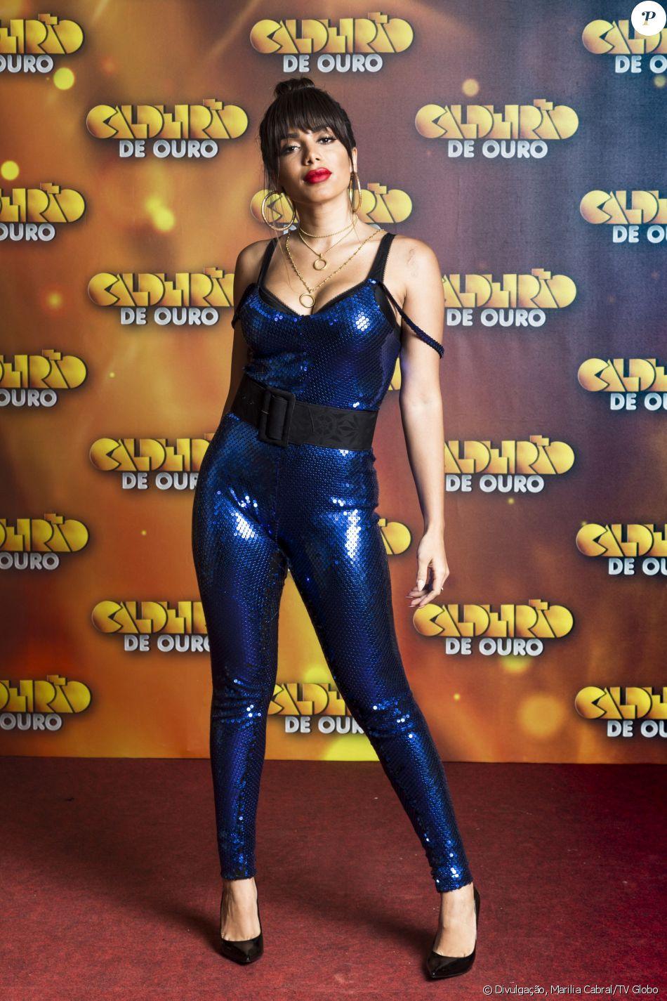 Anitta chamou atenção com um macacão azul brilhoso na gravação do 'Caldeirão de Ouro', edição especial do 'Caldeirão do Huck', em 12 de dezembro de 2017