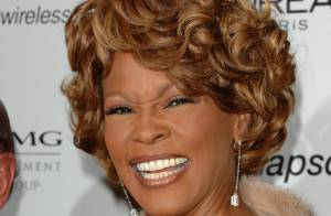 Michael Houston, irmão de Whitney Houston, assume que a apresentou às drogas