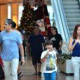 William Bonner e Natasha Dantas curtem sábado juntos em shopping do Rio