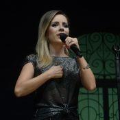 Sandy se emociona em último show de turnê com presença de Wanessa Camargo