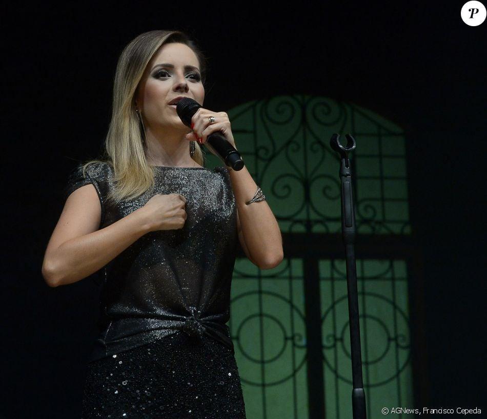 Sandy se emociona em show de encerramento da turnê 'Meu Canto', em 16 de dezembro de 2017