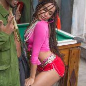 Anitta exibe pernas com celulites em clipe e internet vibra: 'Todas nós temos'