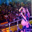 Grávida de gêmeas, Ivete se apresentou no Carnatal, no Rio Grande do Norte, com a barriga de fora