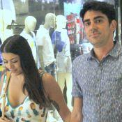 Marcelo Adnet e a namorada, Patricia Cardoso, passeiam em shopping. Fotos!