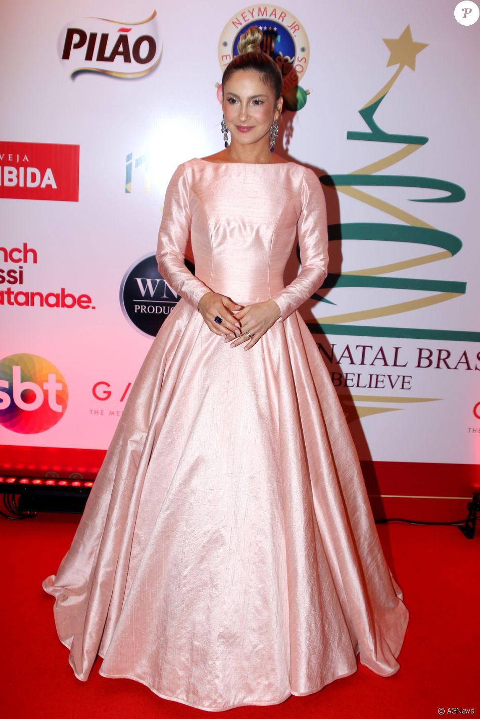 Claudia Leitte também investiu no tom rosé, mais próximo do rosa quartz, para cantar no concerto