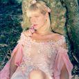 E por falar em rosa, Cécile Loreen ficou chocada ao ver a foto de Xuxa Meneghel no filme 'Lua de Cristal', em que aparece com um vestido da cor