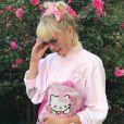 Um mundo cor de rosa cerca os looks da designer de moda Cécile Loreen