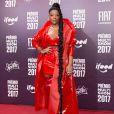 Ludmilla exibiu tranças gigantes com o look todo vermelho no Prêmio Multishow, realizado no Rio de Janeiro em 24 de outubro de 2017