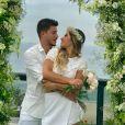 Mayra Cardi e Arthur Aguiar se casaram de surpresa nesta manhã de sexta-feira, 22 de dezembro de 2017. O casal está junto desde junho e ficou noivo em setembro