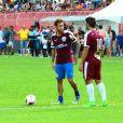 Neymar e Caio Castro no jogo beneficente