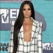 Ousada: Demi Lovato posa com maiô superdecotado. Veja preço e marca da peça!