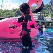 Giovanna Ewbank mostra a filha, Títi, com sua nova paixão fashion: 'Flamingos'