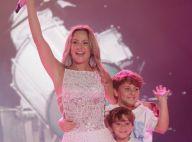 Claudia Leitte recebe filhos no palco e minimiza polêmica sobre música:'Minoria'