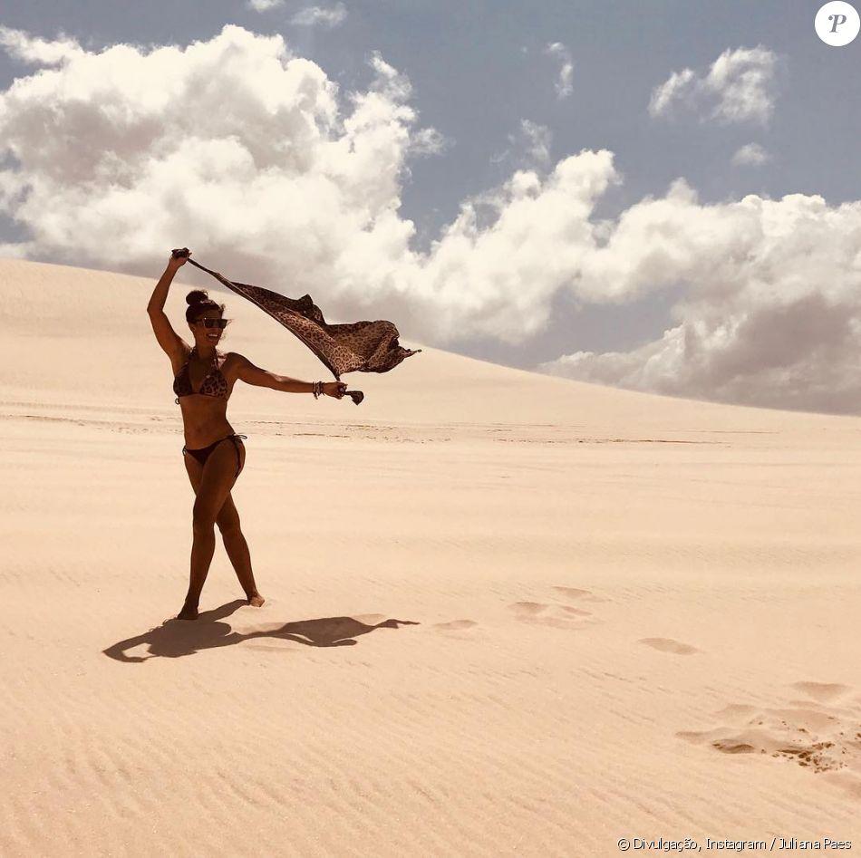 Juliana Paes brinca com pose de Tieta em Jericoacoara, no Ceará, em 30 de dezembro de 2017