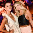 Mariana Rios apostou em um look curto e branco para a festa pré-Réveillon Corona Sunsets em Pipa
