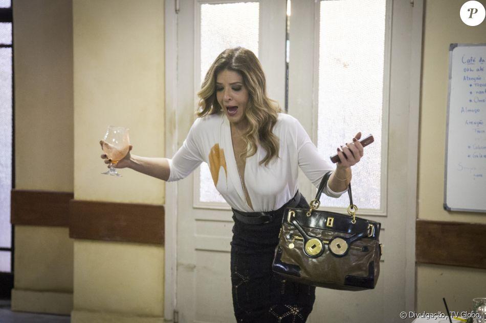Nos últimos capítulos da novela 'Pega Pega', Maria Pia (Mariana Santos) entrará no tribunal para impedir a prisão de Malagueta (Marcelo Serrado)