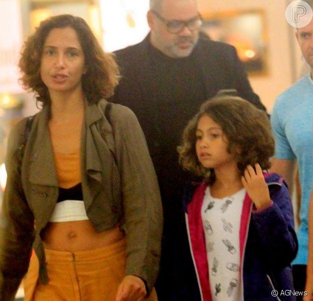 Camila Pitanga e a filha, Antonia, curtem passeio em Shoppingda Gávea, Zona Sul do Rio de Janeiro, nesta quinta-feira, 4 de janeiro de 2018