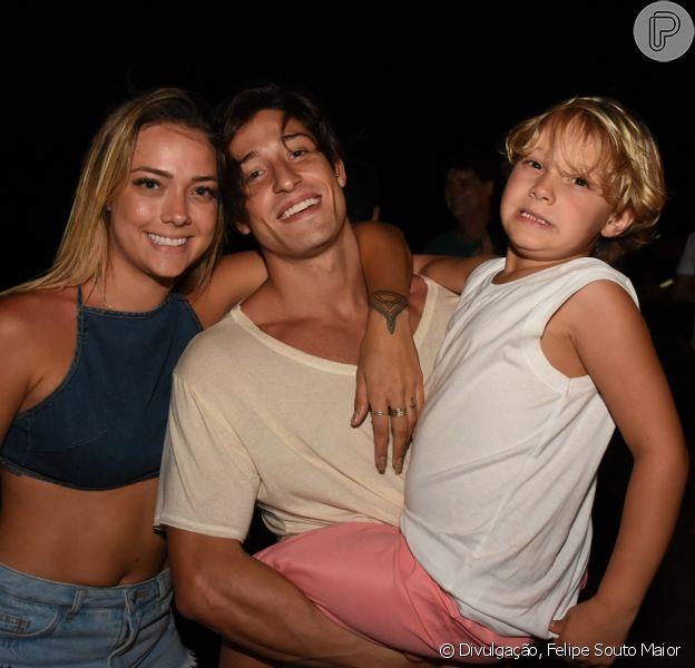 Carol Dantas deixa namorado em Noronha e o filho reclama: 'Muito chateado'