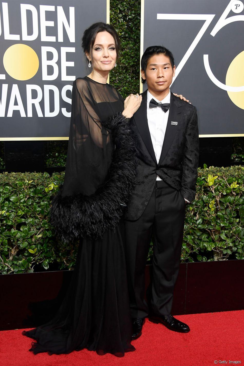 Angelina Jolie leva filho Pax Thien no Globo de Ouro em Beverly Hills, na Califórnia, na noite deste domingo, 7 de janeiro de 2018