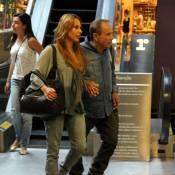 Stênio Garcia, o Arturo de 'Salve Jorge', passeia com a mulher em shopping