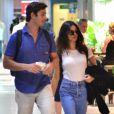Isis Valverde e o namorado, André Resende, foram fotografados no aeroporto Santos Dumont, no Rio