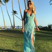 De férias com a família, Ticiane Pinheiro usa vestido de 30 mil na praia. Fotos!