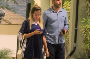 Day off: Anitta dispensa maquiagem e usa look esportivo em passeio com marido