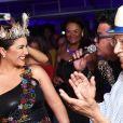 Maria Rita, musa de camarote, é aplaudida por Monarco durante coroação