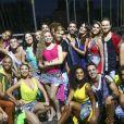 Elenco da terceira temporada do 'Dancing Brasil' durante gravação da abertura do programa. Geovanna Tominaga recebeu três notas 8 dos jurados