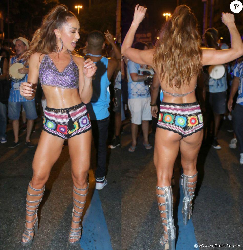2fe0f753bf7a5 Sabrina Sato exibe barriga seca e perna sarada em desfile de rua da Vila  Isabel