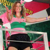 Leandra Leal cai no samba em ensaio na quadra da Mangueira. Veja fotos!
