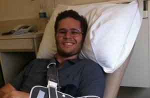 Pedro Leonardo festeja sucesso de cirurgia: 'Deu tudo certo, vazando pra casa'