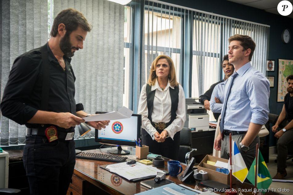 Vinícius (Flavio Tolezani) é denunciado por Laura (Bella Piero) e, com medo de ter seus crimes descobertos, chega a pedir ajuda à Sophia (Marieta Severo), na novela 'O Outro Lado do Paraíso'