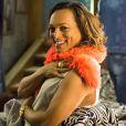 Nicácio (Fábio Lago) afirma que Nádia (Eliane Giardini) está comemorando o acidente que hospitalizou Raquel (Erika Januza), na novela 'O Outro Lado do Paraíso'