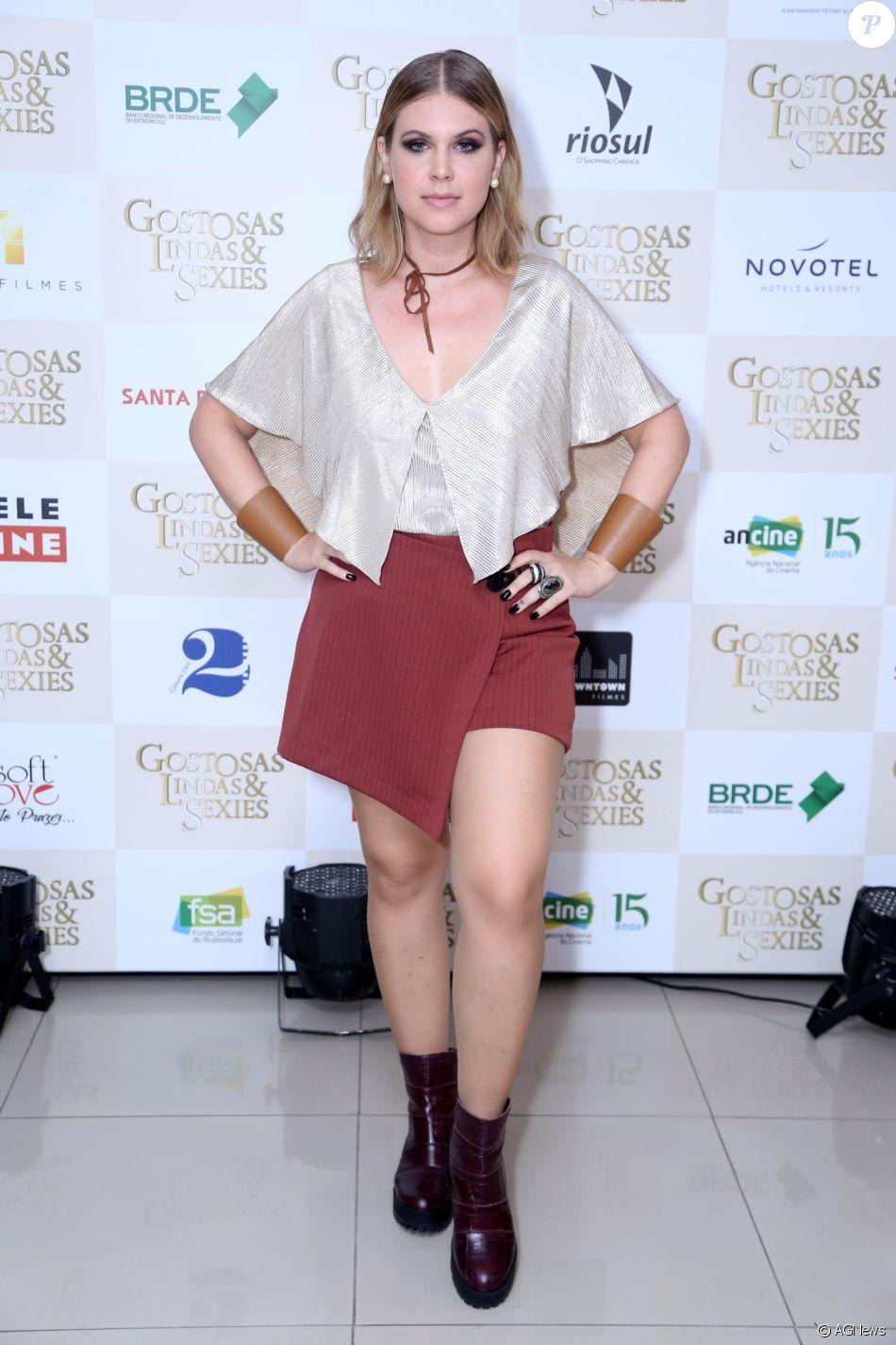 Carolinie Figueiredo assegurou ao postar foto de biquíni: 'Verão, né? Cansei de me esconder embaixo de roupa!!!! Alguém mais nessa vibe?'