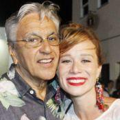 Mariana Ximenes curte ensaio de carnaval com Regina Casé e Caetano Veloso na BA